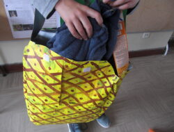 Utilidade do saco Eco-Ananás <br/>O saco pode servir para levar a toalha e o protetor solar para a praia...